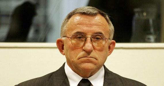 """Emerytowany serbski generał Vladimir Lazarević, który w 2009 roku został skazany w Hadze za zbrodnie wojenne w Kosowie, wykłada w Akademii Wojskowej w Belgradzie. Według belgradzkiego dziennika """"Veczernje novosti"""", opowiada o operacjach w Kosowie w latach 1998 i 1999, kiedy jako generał dowodził wojskami walczącymi z kosowskimi Albańczykami, którzy chcieli odłączyć się od Serbii."""