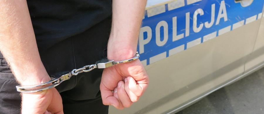 22-latek, którego wczoraj w nocy zatrzymano w związku z tragiczną bójką na Skwerze Kościuszki w Gdyni, został zwolniony z policyjnej izby zatrzymań. W trakcie awantury zginął mężczyzna - także 22-letni.