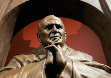 """Coraz więcej kontrowersji wokół """"ocenzurowania"""" pomnika Jana Pawła II we Francji"""