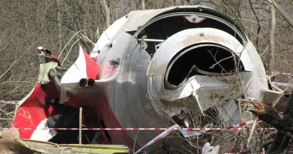 W Smoleńsku, na drodze prowadzącej do miejsca katastrofy samolotu prezydenckiego Tu-154M, znajduje się ogrodzenie. Są tam także tablice informujące o tym, że w III kwartale rozpoczną się prace związane z budową gazociągu.