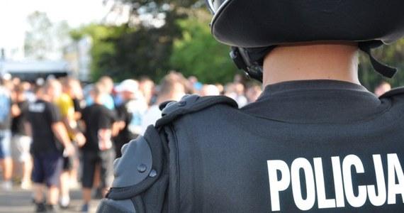 Zmarł mężczyzna pobity przez kiboli w Rudzie Śląskiej. 26-latek został zaatakowany tydzień temu w dzielnicy Orzegów.