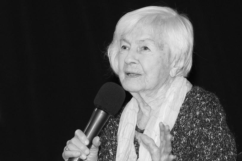 Kochała swój zawód. Do końca życia miała w sobie dziecięcą ciekawość świata. Zawsze pogodna, życzliwa. Z uśmiechem patrzyła na świat. Trudno uwierzyć, że nie ma jej już z nami… Danuta Szaflarska zmarła 19 lutego 2017 roku, w wieku 102 lat.