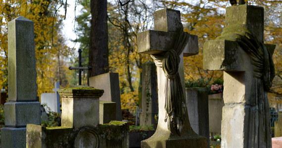 Kresowianie i ich potomkowie proszą wszystkich rodaków, także tych poza granicami kraju, o zapalenie 1 i 2 listopada Zniczy Pamięci, dedykowanych tym, którzy nadal nie mają swoich grobów.