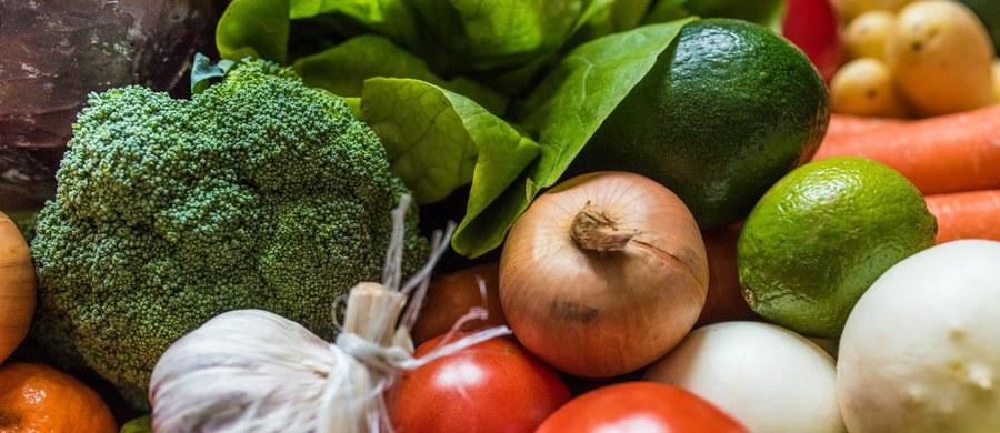 Kilka zmian w diecie i cholesterol będzie niższy. Mniej zaś cholesterolu we krwi to niższe ryzyko zawału czy udaru, lepsze samopoczucie oraz więcej pieniędzy, bo lekarz może odstawić lub zmniejszyć dawki leków.