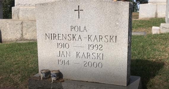 Na małym waszyngtońskim cmentarzu spoczywa wielki człowiek. Sprawiedliwy Wśród Narodów Świata. To on jako pierwszy poinformował Zachód o Holokauście. Podjął się wielu ryzykownych misji. Za swoją działalność został odznaczony najwyższymi odznaczeniami państwowymi – polskim Orderem Orła Białego i amerykańskim Medalem Wolności.