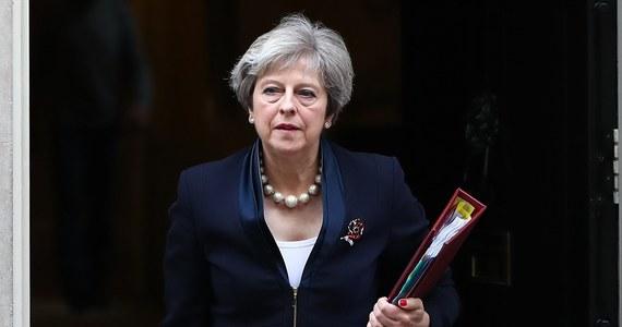 Brytyjskie media poinformowały  o nowych doniesieniach w sprawie przypadków molestowania seksualnego przez posłów Izby Gmin oraz przedstawicieli największych partii politycznych. Jedna z opisywanych sytuacji dotyczy samego wicepremiera Damiana Greena. To ciąg dalszy trwającego od zeszłego tygodnia skandalu dotyczącego napastowania seksualnego i niewłaściwego zachowania posłów wobec osób pracujących w parlamencie, w tym asystentek i dziennikarzy.