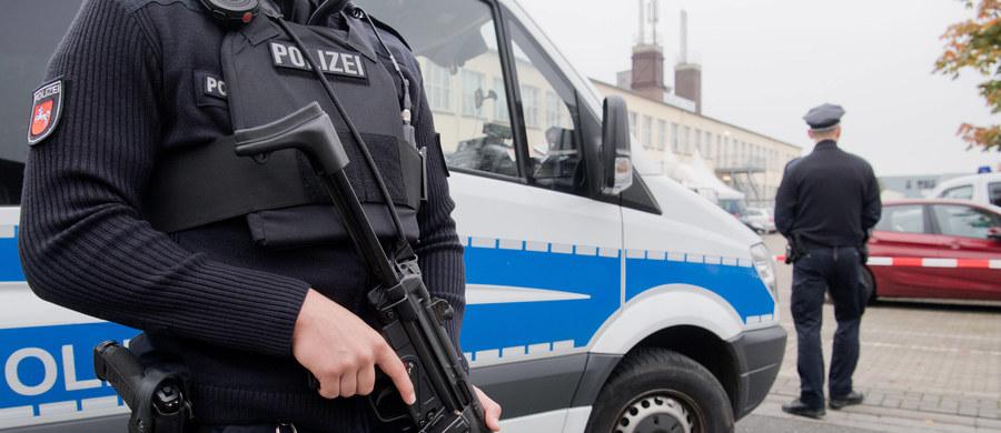 Uchodźca z Syrii, tymczasowo zatrzymany w związku z podejrzeniem o przygotowywanie zamachu terrorystycznego w Niemczech, przebywa od środy w areszcie śledczym. Sędzia przy prokuraturze generalnej w Karlsruhe wydał nakaz aresztowania 19-latka.