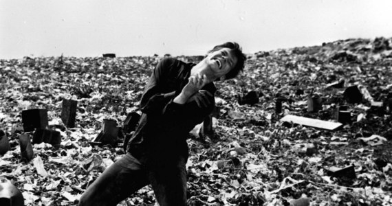 """90 lat temu w Kniażach koło Stanisławowa urodził się Zbigniew Cybulski - aktor nazywany """"polskim Jamesem Deanem"""". W historii polskiego kina zapisał się rolami w takich filmach jak m.in. """"Popiół i diament"""" Andrzeja Wajdy, """"Salto"""" Tadeusza Konwickiego, """"Do widzenia, do jutra"""" i """"Jowita"""" Janusza Morgensterna, """"Rękopis znaleziony w Saragossie"""" i """"Jak być kochaną"""" Wojciecha Jerzego Hasa."""