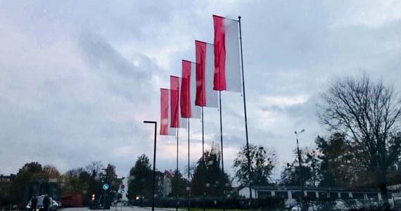 Kolejny konflikt związany z Muzeum II Wojny Światowej w Gdańsku. Chodzi o flagi - Gdańska i Unii Europejskiej, które zniknęły sprzed budynku. Na masztach przed instytucją pozostawiono jedynie flagi biało-czerwone.