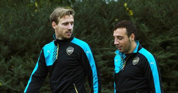 """Hiszpański piłkarz Arsenalu Londyn Santi Cazorla przyznał w wywiadzie dla gazety """"Marca"""", że po kontuzji, jakiej doznał grając w drużynie narodowej w październiku 2013 r., groziła mu amputacja stopy. """"Rany się po prostu nie goiły"""" - tłumaczył 32-letni pomocnik. Cazorla opuścił wiele miesięcy treningów z powodu kontuzji prawego stawu skokowego, do której doszło cztery lata temu w towarzyskim meczu z Chile. Miał również uszkodzone więzadła w lewym kolanie. W meczu wystąpił ostatnio w październiku 2016 roku, kiedy Arsenal rozgromił Łudogorec Razgrad 6:0 w Lidze Mistrzów."""