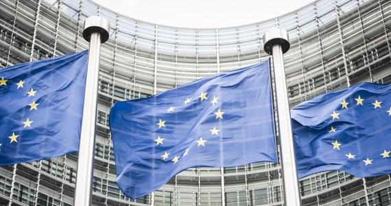 """Wszystkie kluczowe stanowiska w Unii Europejskiej muszą do 2019 roku zostać obsadzone na nowo. Niemcy i Francja ściśle ze sobą współpracują, żeby ulokować w newralgicznych punktach Unii swoich kandydatów - pisze niemiecki dziennik """"Sueddeutsche Zeitung"""". Gazeta przypomina, że najpóźniej w 2019 roku nastąpią zmiany na stanowiskach szefa Komisji Europejskiej, przewodniczącego Rady UE, szefa Parlamentu Europejskiego, wysokiego przedstawiciela Unii do spraw zagranicznych, prezesa Europejskiego Banku Centralnego oraz szefa eurogrupy."""
