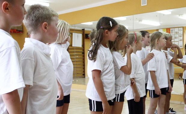 Komitet Śledczy działający w rejonie rosyjskiego Zabajkala sprawdza informacje o tym, że w szkole podstawowej w miejscowości Czyta uczennica złamała kręgosłup podczas lekcji wychowania fizycznego. Nauczyciel miał ponoć zmusić ją do tego, żeby zrobiła salto.