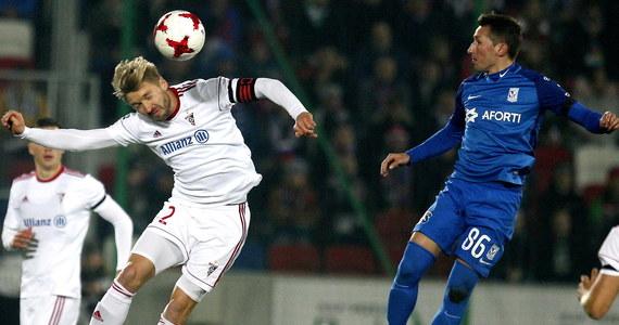 Piłkarze Górnika Zabrze pokonali przed własną publicznością Lecha Poznań 3:1 w 15. kolejce ekstraklasy i na półmetku fazy zasadniczej zachowają pozycję lidera niezależnie od wyników niedzielnych meczów. Zwycięstwa odniosły też Wisła Kraków i Jagiellonia.