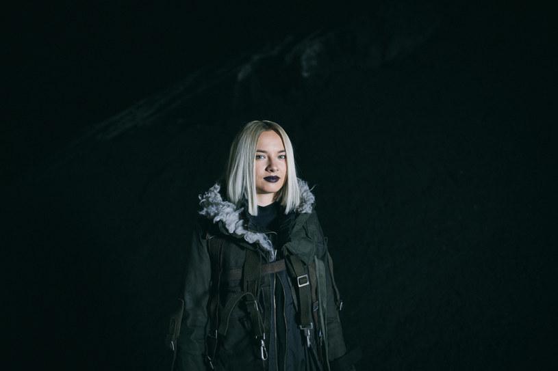 """Natalia Nykiel zaprezentowała utwór """"Total błękit"""", czyli trzeci singel promujący jej płytę """"Discordia""""."""