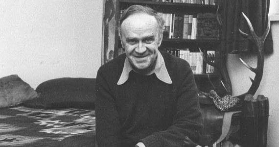 """W wieku 96 lat zmarł Roman Bratny, pisarz, autor takich powieści jak """"Kolumbowie. Rocznik 20"""" """"Szczęśliwi torturowani"""", """"Śniegi płyną"""", """"Brulion"""", """"Na bezdomne psy"""". O śmierci pisarza poinformowała jego córka Julia Bratny."""
