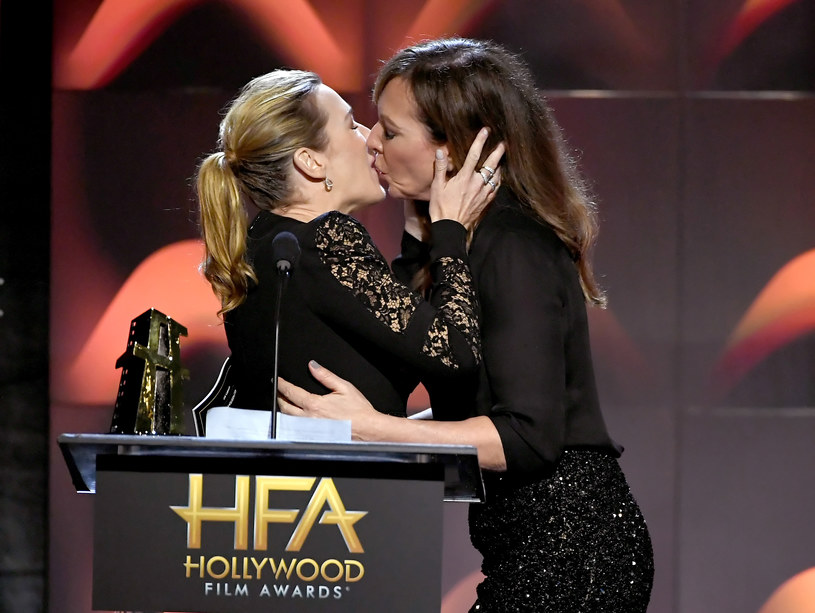 Allison Janney pocałowała Kate Winslet na scenie podczas gali Hollywood Film Awards.