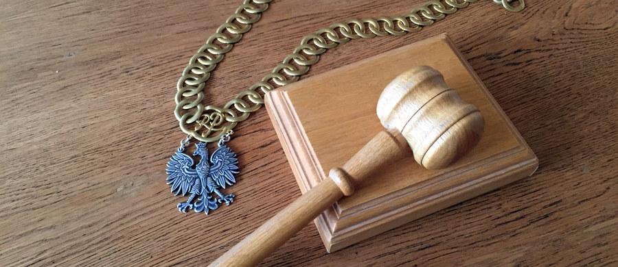 Na dwa lata więzienia w zawieszeniu skazał sąd rejonowy w Dąbrowie Górniczej byłą policjantkę Annę K. Została ona oskarżona o spowodowanie wypadku drogowego i nieudzielenie pomocy potrąconej kobiecie.