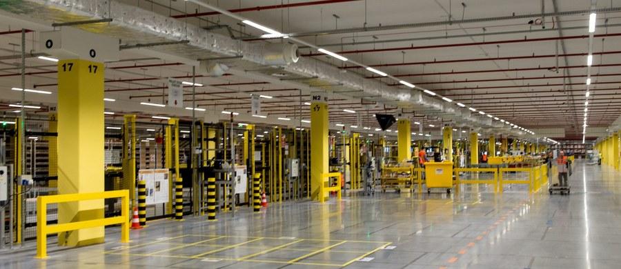 Ponad 10 tys. sezonowych pracowników zatrudni w swoich centrach w Polsce Amazon. Powodem są zbliżające się święta Bożego Narodzenia i zwiększona liczba zamówień klientów.