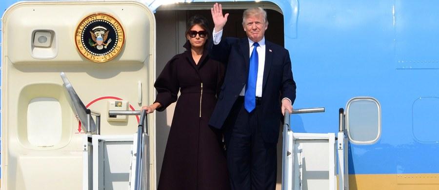 Prezydent USA Donald Trump w rok po zwycięstwie w wyborach prezydenckich cieszy się poparciem zaledwie 36 proc. Amerykanów -  mniejszym niż którykolwiek prezydent USA w ciągu ostatnich 70 lat. Z sondażu telewizji CNN wynika, że 58 procent badanych ocenia Trumpa negatywnie.