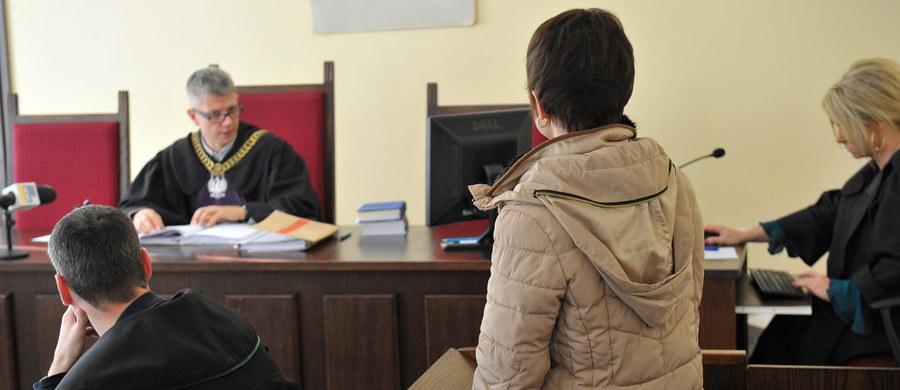 Przed Sądem Rejonowym w Gryficach rozpoczął się proces Edyty M., oskarżonej o poparzenie 5-letniej córki. Do zdarzenia doszło w marcu, w rodzinnym domu w Brojcach, podczas kąpieli dziecka.