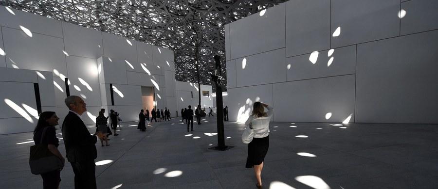Polemiki towarzyszą przewidzianemu na środę uroczystemu otwarciu – z udziałem prezydenta Emmanuela Macrona - filii paryskiego Luwru w Abu Zabi. Nowa placówka w Zjednoczonych Emiratach Arabskich wypożyczyła z największych francuskich muzeów aż 300 cennych dziel, które pozostaną tam przez wiele lat.
