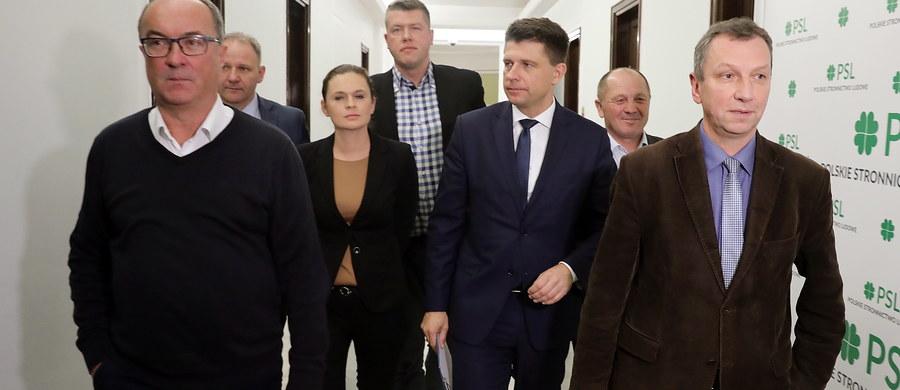 """""""Potencjalnie skłonni pójść razem do wyborów""""! Tak o sobie mówią liderzy opozycji - od PO i Nowoczesnej po SLD, którzy spotkali się dziś w Sejmie. Przekonują, że są gotowi współpracować, by wygrać z PiS-em w najbliższych wyborach samorządowych."""