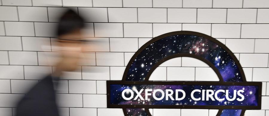 Londyńska policja poszukuje grupy osób, które brutalnie pobiły dwóch mężczyzn w metrze. Według informacji Polskiej Agencji Prasowej jeden z mężczyzn jest Polakiem i znajduje się w stanie krytycznym.