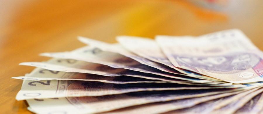 """We wpływach z podatku dochodowego od firm pojawiła się luka na co najmniej 2,8 mld złotych - informuje """"Rzeczpospolita""""."""