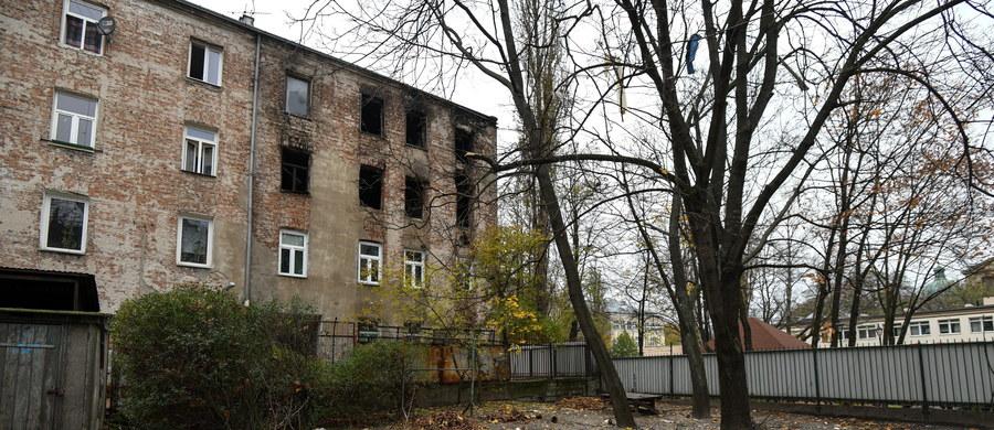 Potrzebna jest pomoc dla mieszkańców zniszczonej kamienicy na warszawskiej Pradze. Poprzedniej nocy doszło tam do wybuchu i pożaru. Jedna osoba zginęła, a 5 zostało rannych. 38 ewakuowanych osób nie wróci do mieszkań - zakazał tego inspektor nadzoru budowlanego.