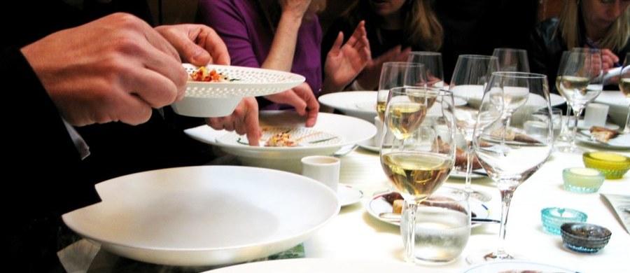 Burmistrz Wenecji Luigi Brugnaro przyznał rację personelowi tamtejszej restauracji, który wystawił trójce turystów z Wielkiej Brytanii rachunek za obiad w wysokości 526 euro. Tak zareagował na list od cudzoziemców, którzy poskarżyli się na to, co ich spotkało.