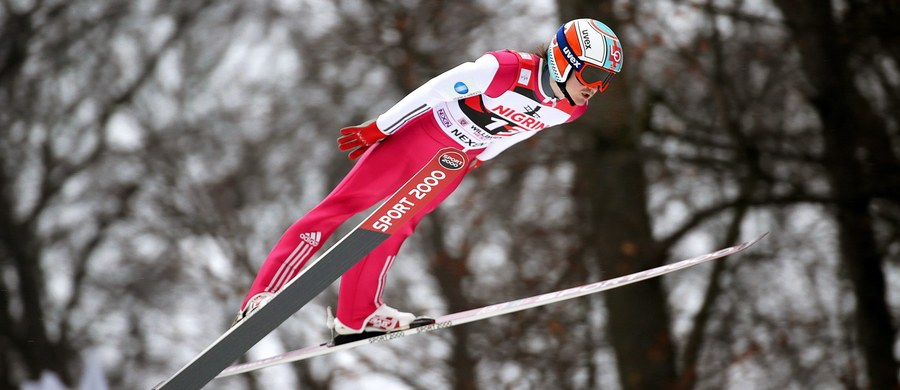 Reprezentacja Norwegii w skokach narciarskich pracuje nad nowymi kombinezonami. W tym celu wyprodukowano na drukarce 3D idealną plastikową kopię Toma Hilde, która testowana jest w tunelu aerodynamicznym ubrana w stroje uszyte z najróżniejszych materiałów.