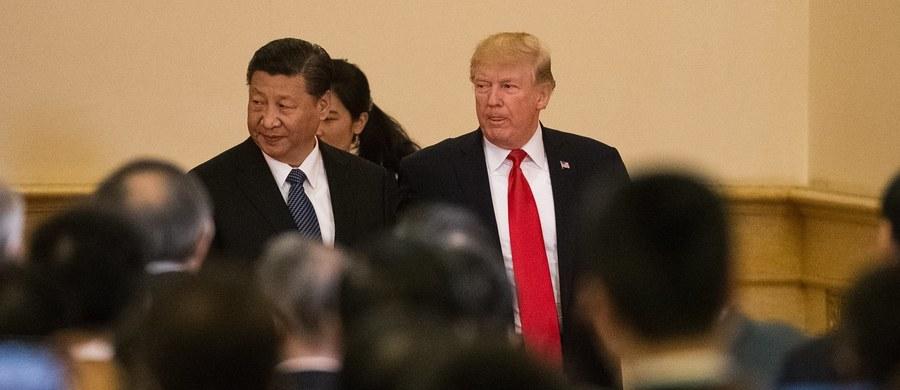 """Chiny mogą szybko i łatwo rozwiązać problem zagrożenia ze strony zbrojącej się Korei Północnej, jeśli prezydent Xi Jinping będzie nad tym pracował - oświadczył na konferencji prasowej w Pekinie prezydent USA Donald Trump. Chińskiego przywódcę nazwał """"wspaniałym prezydentem""""."""