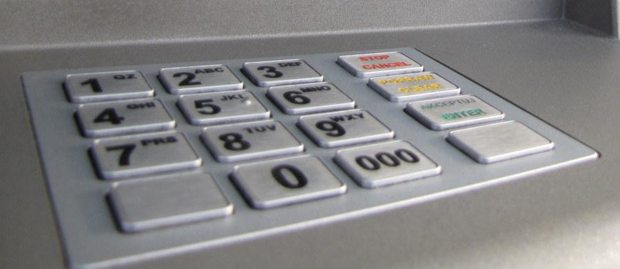 Kradzież bankomatu w Żabiej Woli na Mazowszu. Po godzinie 3:00 w nocy o zdarzeniu, do którego doszło przy ulicy Głównej, poinformował policjantów pracownik ochrony jednego z budynków. Informację dostaliśmy na Gorącą Linię RMF FM.