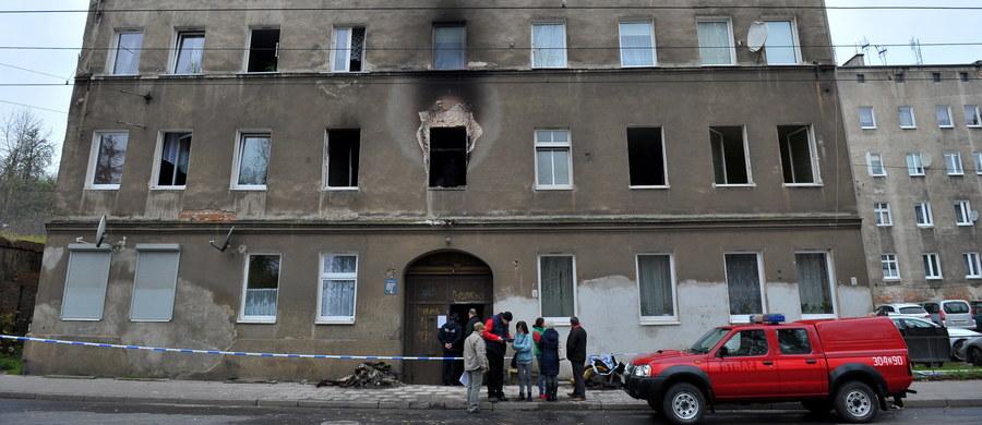 Co najmniej dwa tygodnie poza domem spędzą mieszkańcy kamienicy przy ul. Światowida w Szczecinie. Po pożarze, który wybuchł tam wczoraj w nocy, budynek jest wyłączony z użytkowania. Rada osiedla Golęcino-Gocław zorganizowała zbiórkę na rzecz poszkodowanych w pożarze.