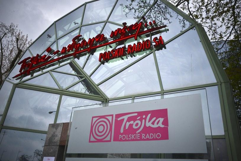 PO krytykuje działania władz Polskiego Radia w związku z ostatnimi odejściami dziennikarzy z programu Trzeciego PR. Zniszczenie Trójki to zniszczenie dorobku najlepszych pokoleń dziennikarskich - oceniła w czwartek posłanka PO Iwona Śledzińska-Katarasińska.