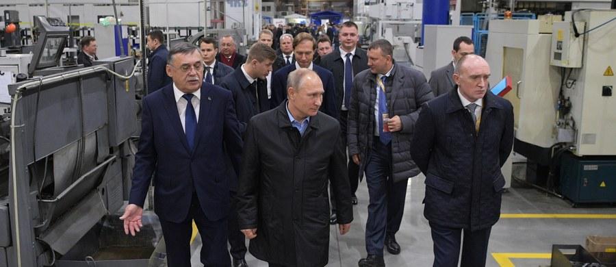 """Prezydent Władimir Putin powiedział, że Stany Zjednoczone chcą """"stworzyć problemy"""" podczas wyborów prezydenckich w Rosji marcu 2018 roku. Powiązał także z przyszłorocznym głosowaniem zarzuty dotyczące stosowania dopingu przez rosyjskich sportowców."""