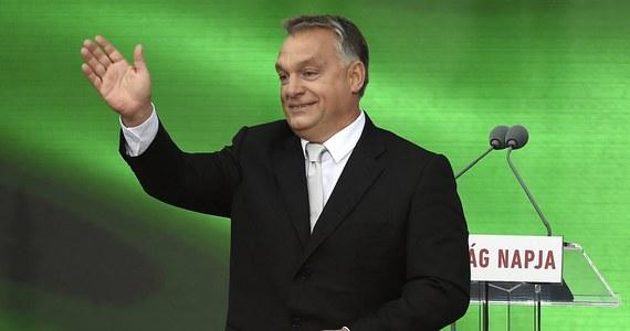 """Jako """"smutną historię"""" określił premier Węgier Viktor Orban ukraińską ustawę o oświacie. Budapeszt twierdzi, że narusza ona prawa mniejszości węgierskiej na Ukrainie. Trudno współpracować z krajem, w którym """"mieszkających tam naszych rodaków dotyka oczywista dyskryminacja"""" - oświadczył Orban na posiedzeniu Rady Diaspory Węgierskiej w Budapeszcie."""