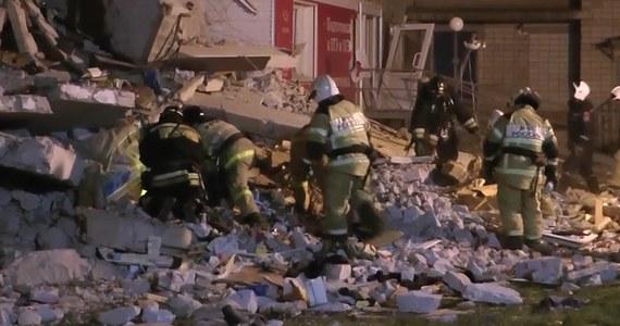 Cztery osoby zginęły i cztery zostały ranne w wyniku zawalenia się części 8-piętrowego bloku mieszkalnego w Iżewsku w rosyjskiej Republice Udmurckiej - poinformowała Gwardia Narodowa. Jedna z poszkodowanych osób jest w stanie krytycznym. W mieście ogłoszono stan wyjątkowy.