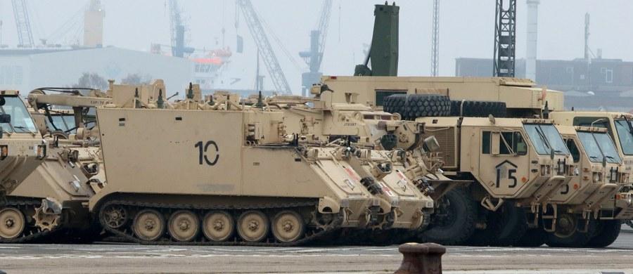 """Potrzebą m.in. """"przeciwstawienia się rosyjskiej agresji"""" uzasadnił Kongres amerykański swój projekt budżetu Pentagonu na rok 2018, w którym przeznacza na obronę środki większe, niż tego chciała administracja prezydenta Donalda Trumpa. W ustawie w sprawie budżetu resortu obrony, tzw. National Defense Authorization Act (NDAA), uzgodnionej w środę przez komisje sił zbrojnych Senatu i Izby Reprezentantów, przeznacza się na wydatki militarne 692 miliardy dolarów czyli o ponad 26 mld dolarów więcej niż proponował Pentagon."""