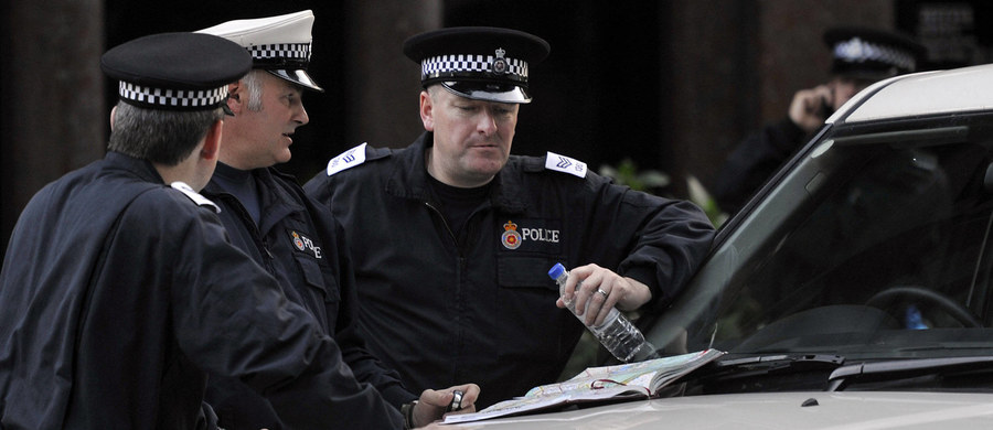 Jak podały brytyjskie media, dziewięcioro Polaków zamieszkałych w aglomeracji Birmingham usłyszało przed sądem zarzuty dotyczące nowoczesnego niewolnictwa, jakiego dopuścili się przywłaszczając sobie zarobki ponad 80 rodaków. Sprawcy kontrolowali konta bankowe tych osób i zabierali wpływające na nie zarobki. Ofiarą tego procederu byli Polacy przybywający do Wielkiej Brytanii od 2014 roku.
