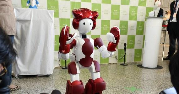 W Tokio zaprezentowano pierwsze wielojęzyczne roboty, które mają pomagać kibicom w trakcie letnich igrzysk olimpijskich w 2020 roku, m.in. wskazując im drogę. W ramach testów maszyny będą na razie obsługiwać petentów w urzędach w stolicy Japonii.