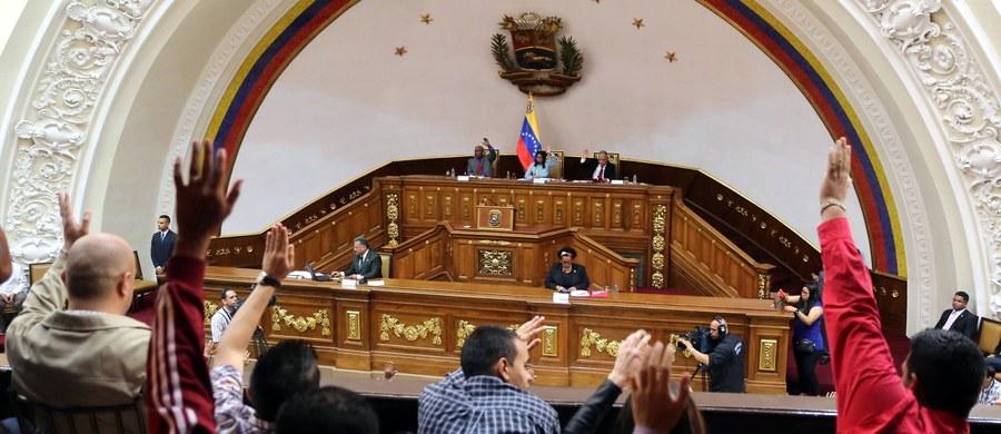"""Wenezuelski deputowany zmarginalizowanego przez rząd opozycyjnego parlamentu Tomas Guanipa uznał uchwaloną przez Konstytuantę rządową """"Ustawę przeciw nienawiści"""" za """"faszystowską próbę"""" uciszenia społeczeństwa, aby nie mogło jawnie krytykować władzy."""