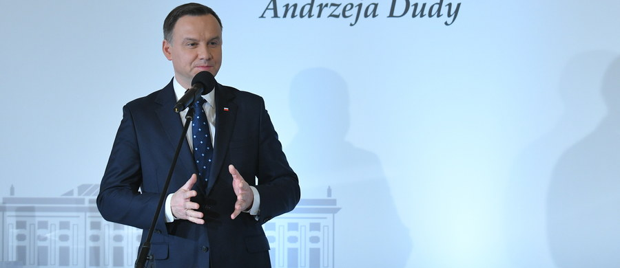 """Prezydent Andrzej Duda uważa, że ustawy o SN i KRS muszą być przyjęte w tym roku. """"Jeżeli tak się nie stanie, to nie waham się powiedzieć, że Prawo i Sprawiedliwość porzuci reformę sądownictwa"""" – mówił prezydent w rozmowie z """"Naszym Dziennikiem"""". Zaznaczył, że jest jeszcze kilka kwestii """"do domówienia, doprecyzowania""""."""