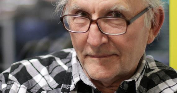 """""""Moim zdaniem, nigdy nie było po drodze Polakom, żeby razem świętować"""" - mówi w Popołudniowej rozmowie w RMF FM psycholog społeczny prof. Janusz Czapiński pytany o to, dlaczego wspólne świętowanie odzyskania niepodległości przez Polskę jest niezwykle trudne. """"Nie da się razem świętować, bo w Polsce są absolutnie dwa odmienne patriotyzmy. Jest patriotyzm silnie zakorzeniony w przeszłości: Żołnierze Wyklęci, krzywdy, jakich Polska doznawała - z rożnych stron, i od różnych sił. (...). I jest patriotyzm skierowany na przyszłość"""" - dodaje gość Marcina Zaborskiego. """"W życiu zwykłego obywatela rządy PiS przyczyniły się wręcz do poprawy"""" - przyznaje psycholog. """"(Korzystne - przyp. red.) sondaże są wyrazem wdzięczności Polaków, jeśli chodzi o politykę PiS"""" - twierdzi. Jak prof. Czapiński tłumaczy sobie zatem zapowiadaną rekonstrukcję rządu? """"Jedyne wyjaśnienie to tarcia wewnętrzne między poszczególnymi ośrodkami ugrupowania, które rządzi, między poszczególnymi ministrami"""" - odpowiada."""