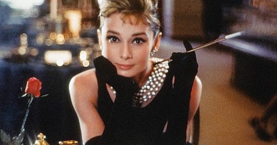 Nowojorska sieć jubilerska Tiffany otworzyła w swoim najbardziej znanym lokalu przy Piątej Alei na Manhattanie restaurację – poinformowała agencja Associated Press. Fani filmu z Audrey Hepburn będą mogli zjeść tam śniadanie.