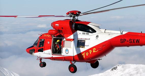 Ratownicy Tatrzańskiego Ochotniczego Pogotowia Ratunkowego ruszyli na pomoc dwóm turystom. Mężczyźni nie poradzili sobie z trudnymi warunkami w Tatrach.
