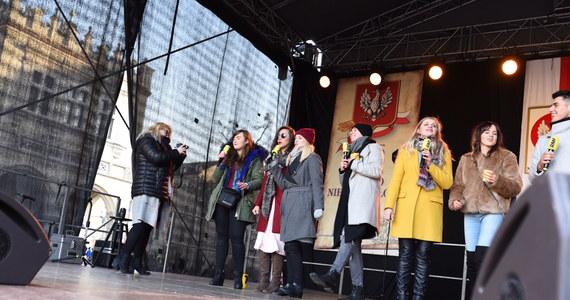 11 listopada to wyjątkowy dzień dla wszystkich Polaków. Świętowaliśmy go wspólnie! Na Rynku Głównym w Krakowie razem z gwiazdami polskiej estrady śpiewaliśmy największe biało-czerwone przeboje. Chcieliśmy w ten sposób muzycznie uczcić Święto Niepodległości.