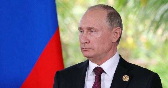 Prezydent Rosji Władimir Putin przekazał, że osobne spotkanie na szczycie APEC z przywódcą USA Donaldem Trumpem nie doszło do skutku m.in. z powodu kwestii protokolarnych, których nie rozwiązali ich współpracownicy i dodał, że będą oni za to ukarani.