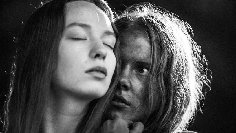 """Estońsko-polsko-holenderska koprodukcja """"Listopad"""" w reżyserii Rainera Sarneta zdobyła nagrodę główną Międzynarodowego Festiwalu Filmowego Listapad, który zakończył się w Mińsku."""