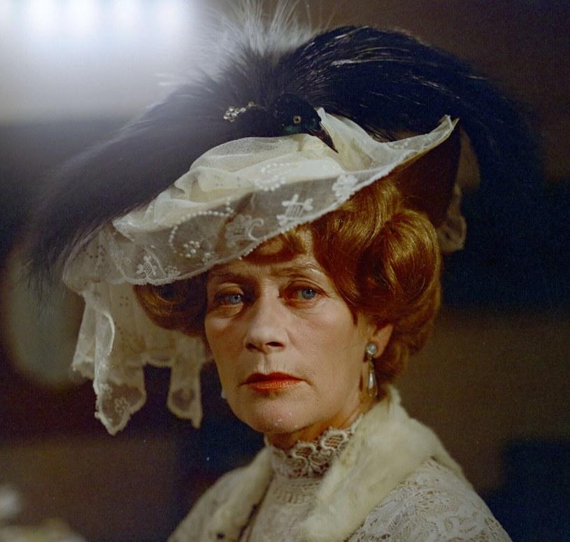 Alina Janowska była społeczniczką z temperamentem. Jej legendę ukształtowały nie tylko role, ale też wydarzenia z jej życia, zwłaszcza z okresu drugiej wojny światowej - powiedział prezes ZASP Olgierd Łukaszewicz, wspominając zmarłą w poniedziałek aktorkę.